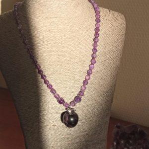 collier améthyste sérénité lâcher-prise pomme violet chakra couronne