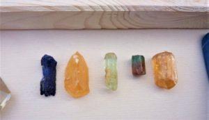 pierres semi-précieuses naturelles soin énergétique améthyste cornaline quartz rose tigre